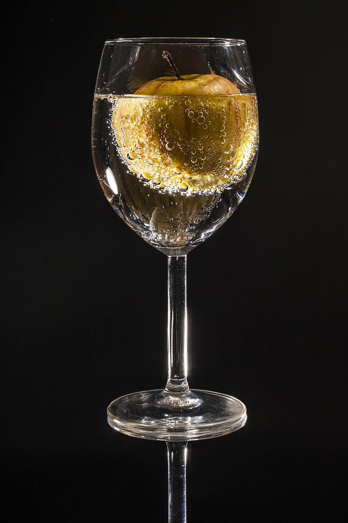 glass-100967_1920-200x3001.jpg