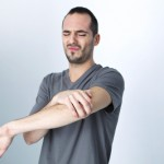 Understanding the symptoms and causes of tennis and golfer's elbow
