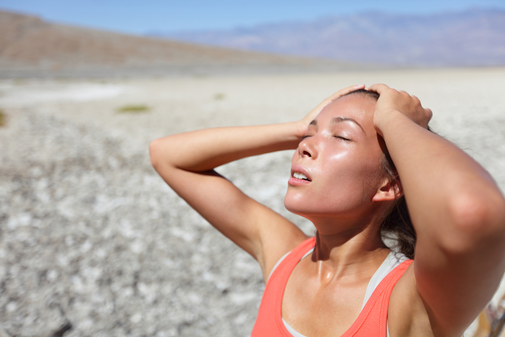 10 Habits That Are Dehydrating Your Skin