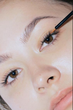 How to Choose a Perfect Eyelash Enhancer Smartly?