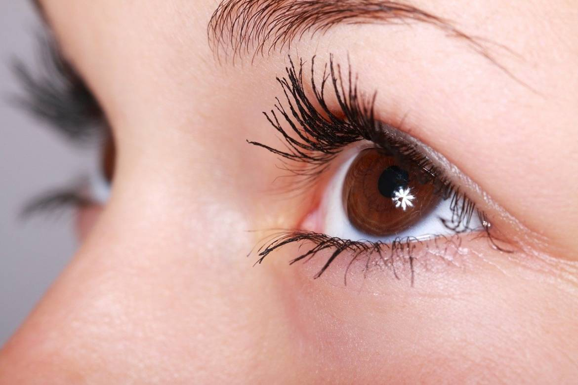 Home-remedies-for-thick-and-long-eyelashes.jpg