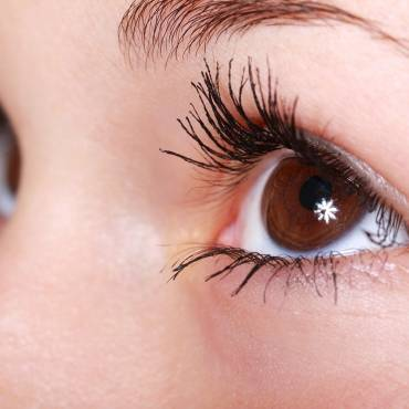 Home Remedies for Thick and Long Eyelashes
