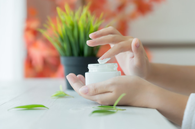 Best Moisturizers to Use with Tretinoin Cream