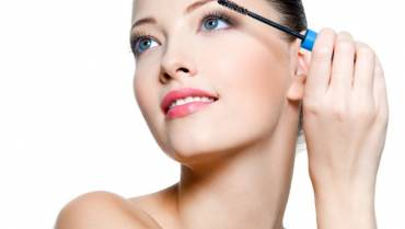 How Does Eyelash Serum Work?