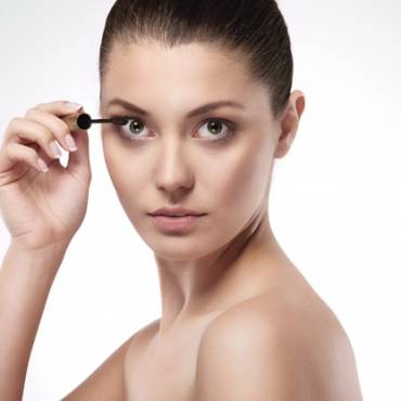 Best Eyelash Growth Serums According to Customer Reviews